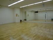 スタジオも広々。ヨガ、太極拳、ダンスなど楽しんで頂いてます。