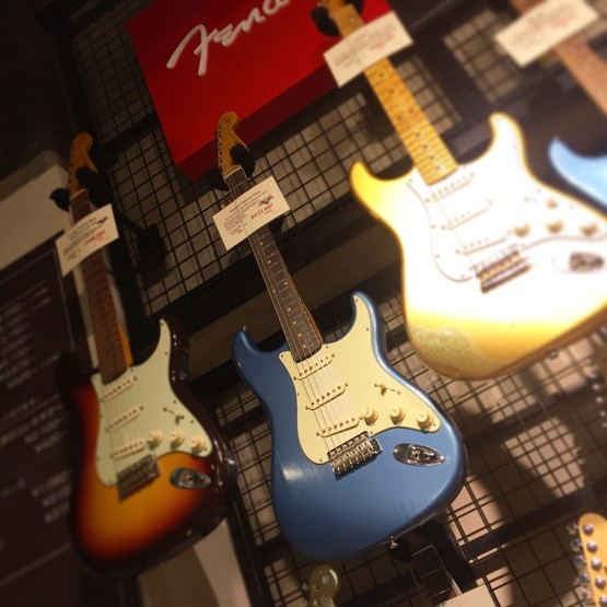Fender Custom Shop VINTAGE CUSTOM 1959 STRAT JOURNEYMAN RELIC FADED/AGED LAKE PLACID BLUE【レビュー】